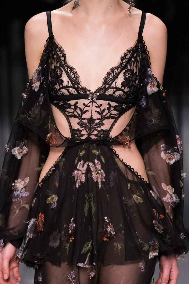 022216alexander-mcqueen-details-autumn-fall-winter-2016-lfw10