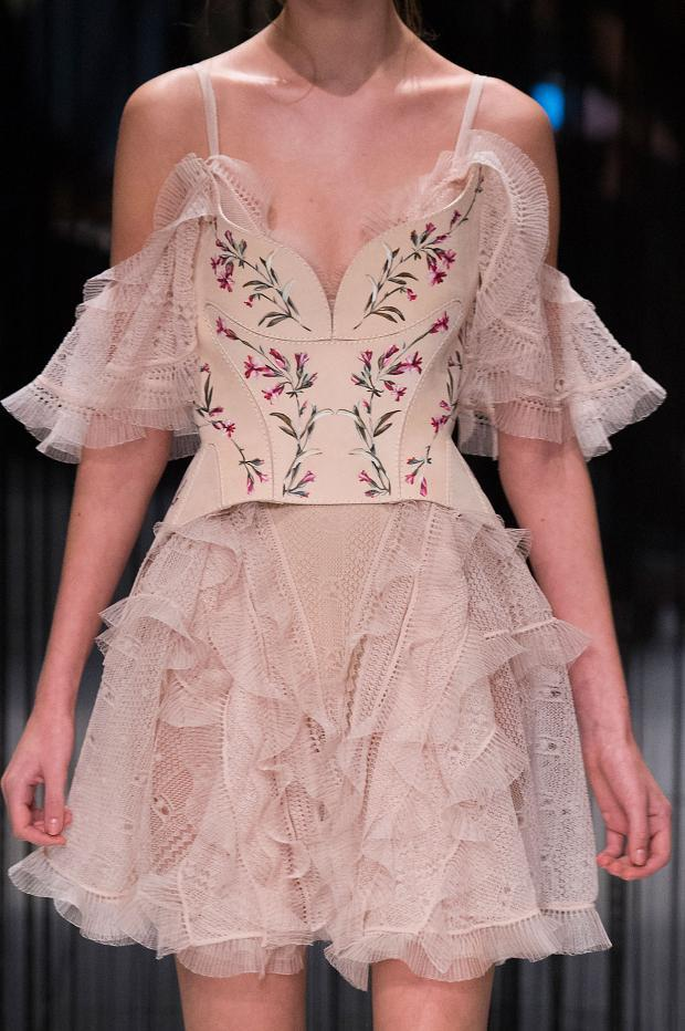 022216alexander-mcqueen-details-autumn-fall-winter-2016-lfw11